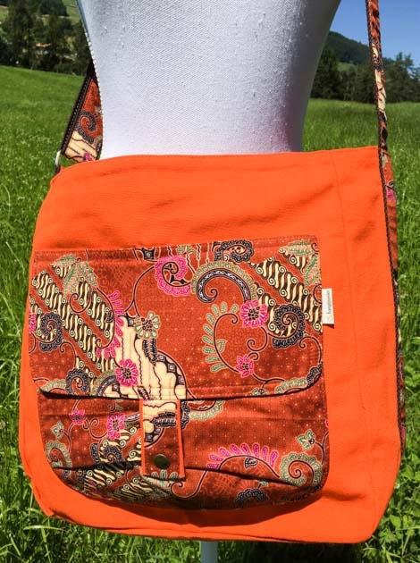 Sac bandoulière ou épaule en coton batik orange cousu à la main par les artisanes des villages de la Thaïlande - cadeau équitable - code 102136O-f2