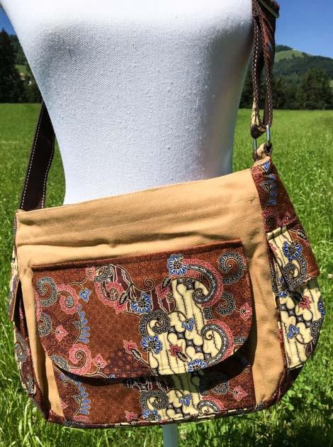Sac bandoulière ou épaule en coton batik brun cousu à la main par les artisanes des villages de la Thaïlande - cadeau équitable - code 102140B-f2