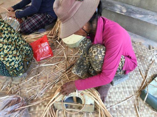 Frangipanier artisane de la jacinthe d'eau dans son village flottant du Cambodge - commerce équitable 7