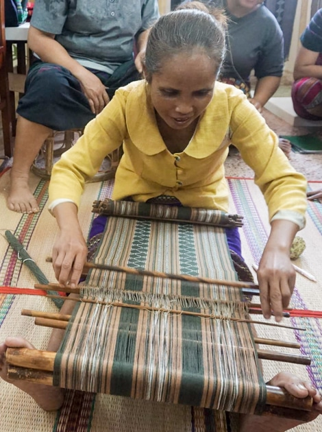 frangipanier-artisane-katu-tissage-laos